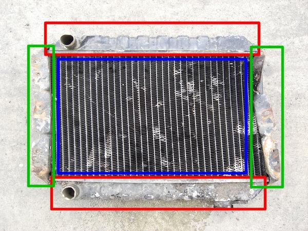 废旧散热器回收时基本是脏污的,这是因为脏污的空气流过冷却片所致, 另外因为焊接的原因也呈现银色,单从外观来看是无分辨其材质是铝、黄铜、还是铜的。 可用高速切割机、盘磨床等工具切开来看,但是为因这些工具需要电源,在无电源情况下, 可用一字螺丝刀等工具削开表层, 根据显露的颜色判断:银色(铝)、5日元硬币的颜色(黄铜)、红铜色(铜)。